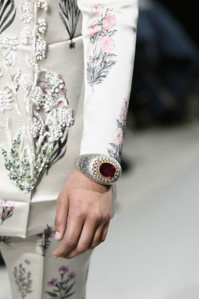 Giambattista Valli Couture, Spring 2017 - Couture's Spring '17 Runway Jewelry Is Really Fierce - Photos