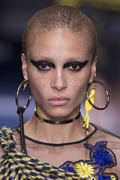Versace, Fall 2017 - Milan's Most Eye-Catching Runway Jewelry for Fall - Photos