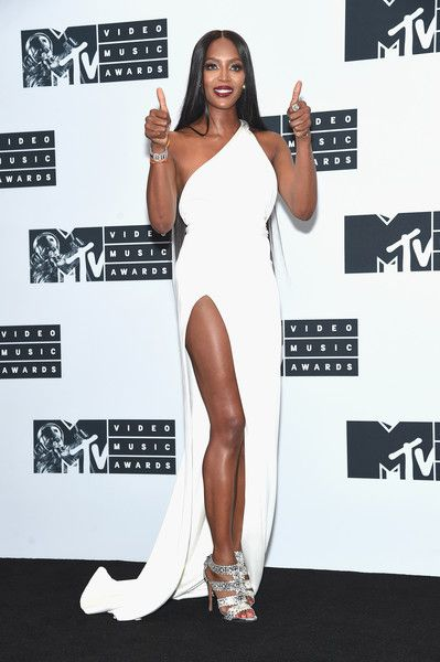Naomi Campbell gives the thumbs up onstage during the 2016 MTV Video Music Awards.