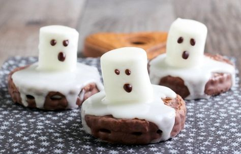 Melted Ghost Cookies - Halloween Recipe DIYs - Photos