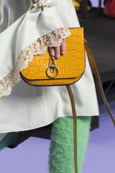 Mulberry, Fall 2017 - The London Runway Purses on Our Wishlist - Photos