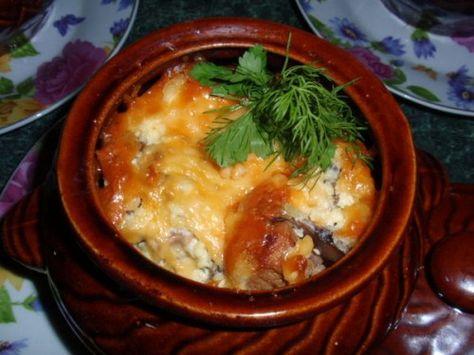 Мясо с грибами в горшочках фото