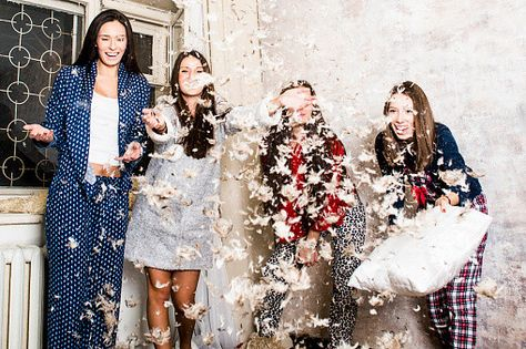 7 Easy Steps for Throwing the Best Girls Night In