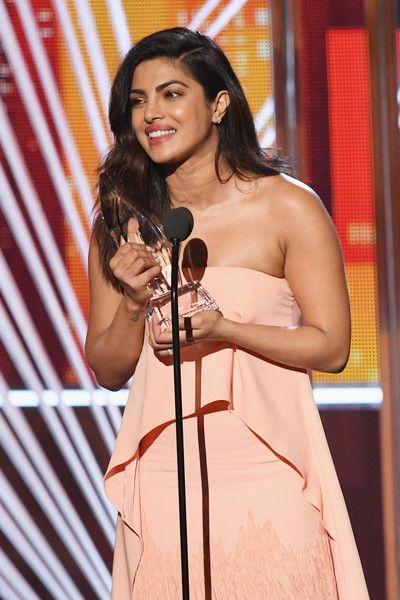 Actress Priyanka Chopra accepts the award for Favorite Dramatic TV Actress for 'Quantico' onstage during the People's Choice Awards 2017.