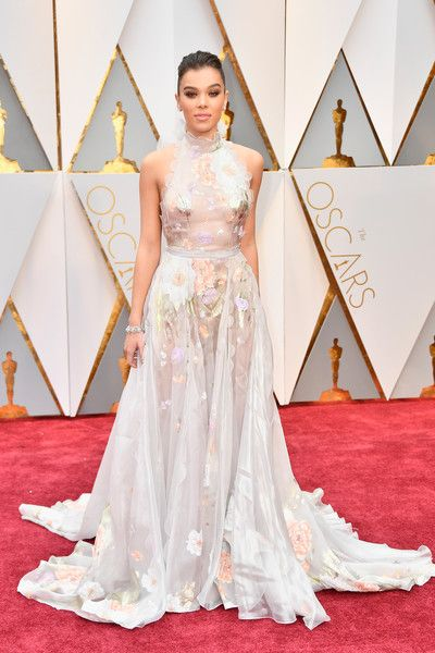 Actor Hailee Steinfeld attends the 89th Annual Academy Awards at Hollywood & Highland Center on February 26, 2017 in Hollywood, California.