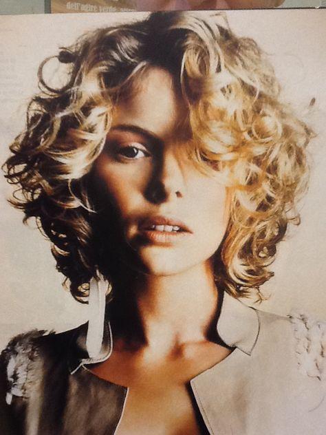 Паж стрижка на вьющиеся волосы