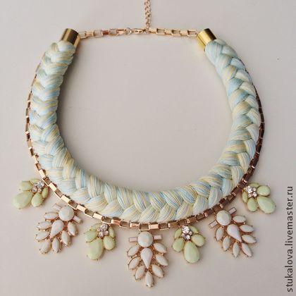 Ожерелье из ниток