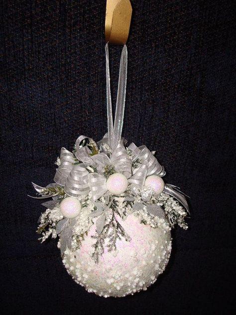 Елочные шары своими руками из пенопластовых шаров 78