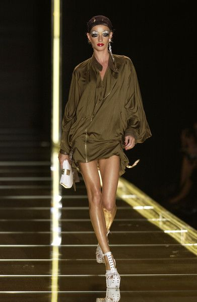 Dior, Spring 2003 - These Throwback Runway Photos of Gisele Are Amazing - Photos