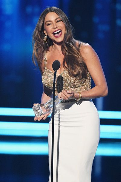 Actress Sofia Vergara accepts the award for Favorite Comedic TV Actress for 'Modern Family' onstage during the People's Choice Awards 2017.