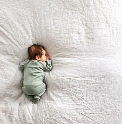 Play with perspective - Inspiration for Precious Newborn Photos - Photos