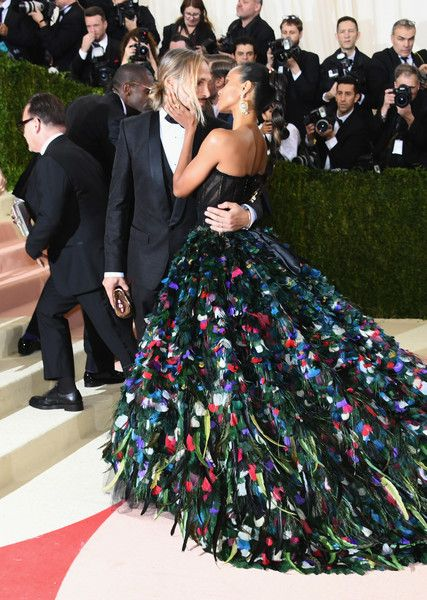 """Zoe Saldana Photos - Marco Perego (L) and Zoe Saldana attend the """"Manus x Machina: Fashion In An Age Of Technology"""" Costume Institute Gala at Metropolitan Museum of Art on May 2, 2016 in New York City. - 'Manus x Machina: Fashion In An Age of Technology' Costume Institute Gala - Arrivals"""