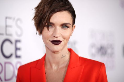 Ruby Rose attends the People's Choice Awards 2017.