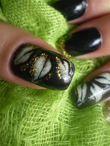 Flower by SusanaRoque - Nail Art Gallery nailartgallery.na... by Nails Magazine www.nailsmag.com #nailart