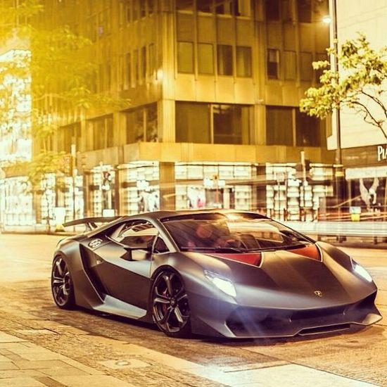 Lambo Sesto Elemento - City Drive