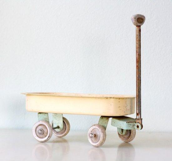 vintage toy wagon, bellaluluBLOG.blo... #kid #toy