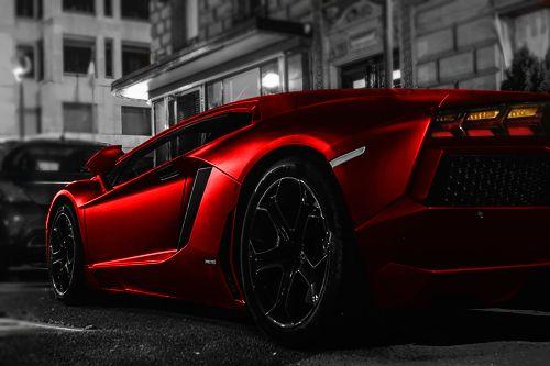 Lamborghini Aventador LP 700-4.