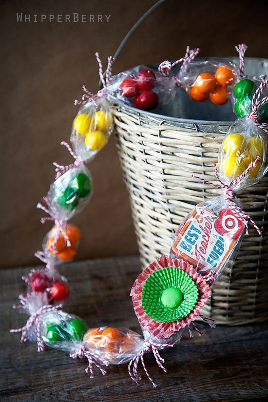 gift card candy lei by whipperberry...cute gift for teacher or grad!