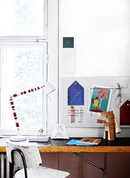 DIY: Crochet a stripey lamp foot