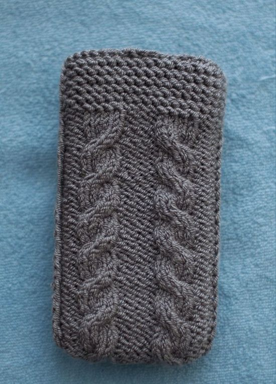 Free cable phone case pattern