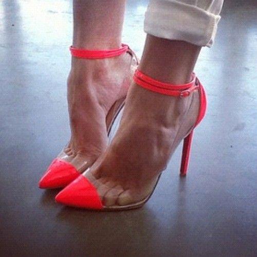 2 trends, 1 great pair of shoes: Neon cap-toe heels