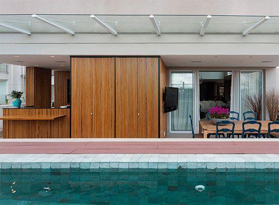 Todo charme de ter uma churrasqueira em casa. Veja como: www.casadevalenti... #decor #decoracao #interior #design #wood #churrasqueira #casadevalentina