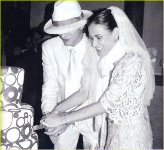 Ashton Kutcher and Demi Moore, wedding cake.
