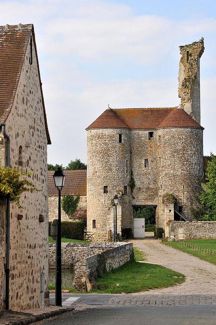 Montépilloy Castillo, ubicada en el departamento de Oise y Picardía, Francia