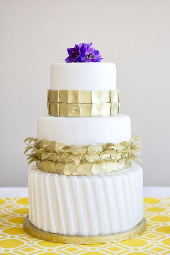 white and gold wedding cake #weddingcakes