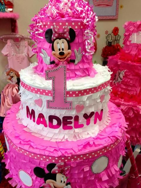 Decorations at a Minnie Mouse Party #minniemouse #party