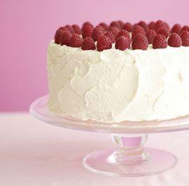 Vanilla layer cake with vanilla mascarpone and raspberries