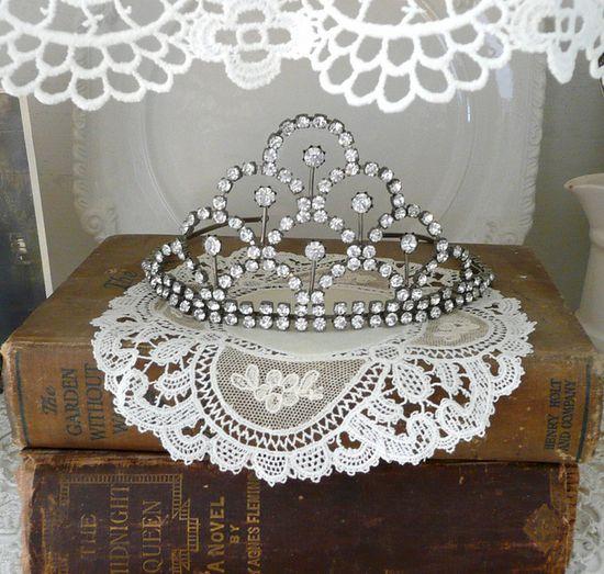 love my vintage tiara!