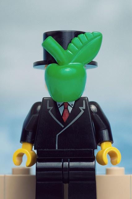 Magritte in Lego Bricks
