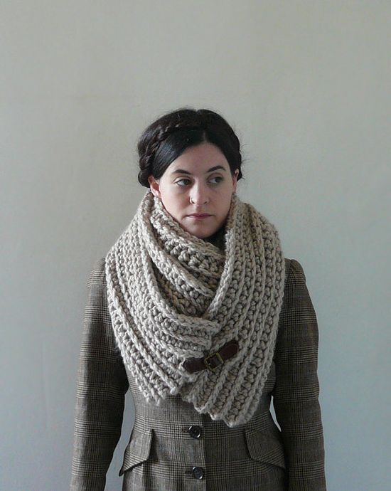 by Chloe on etsy, easy knit, love the buckle