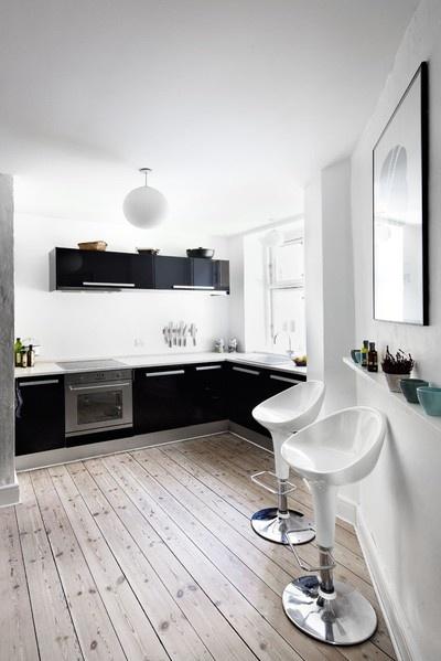 Black and white kitchen love