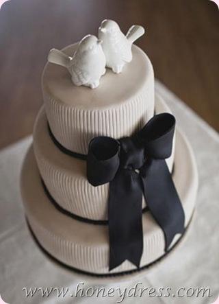 Lovebirds Wedding Cake