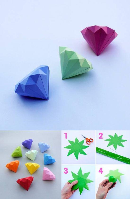 3D-Papier-Diamanten ?  Schablone (Wird demnächst gepostet!) auf buntes Faltpapier legen, abpausen & ausschneiden. Diamant nach der Anleitung falten. Ist ein bisschen knifflig, aber die Papier-Diamanten eignen sich toll als Dekoration oder Geschenkidee.:)