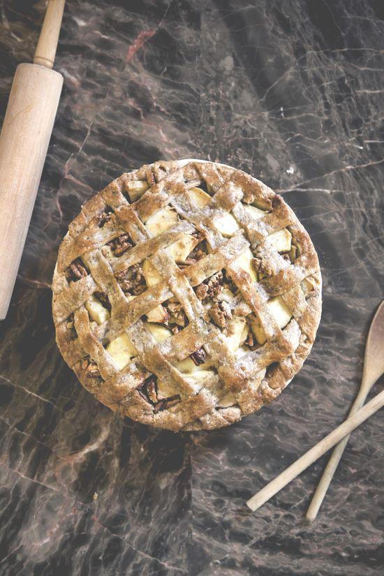 Apple Pecan Pie with Pecan Crust