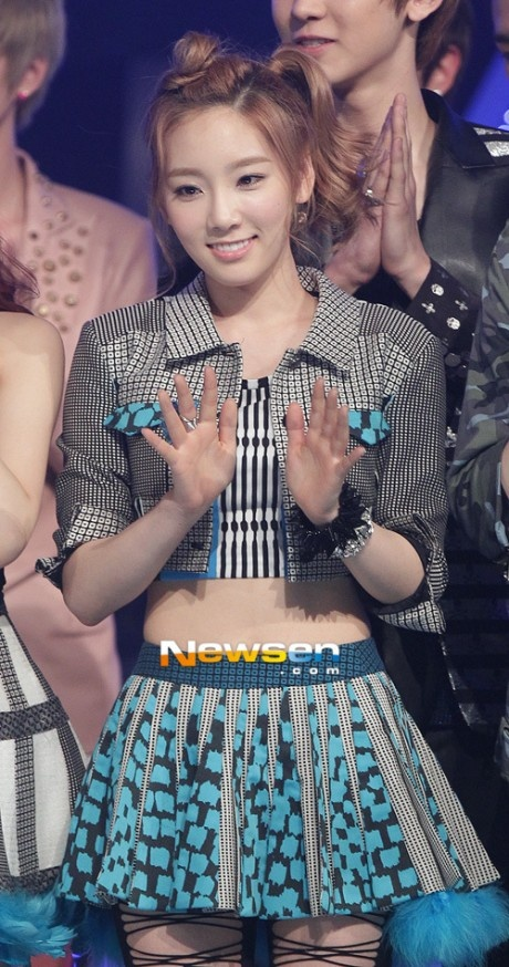 Girls' Generation's Taeyeon is insecure about her big toenail?! XD