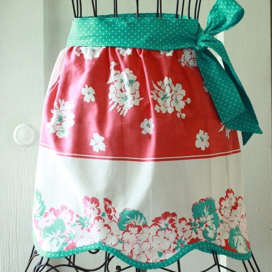 Vintage Table Cloth Apron  Kitsch  Retro by SewBarefoot on Etsy, $32.95