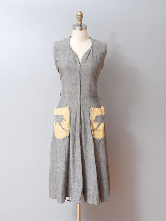Fun 1940s grey summer dress with palm tree details on the pockets. #vintage #1940s #dresses #fashion
