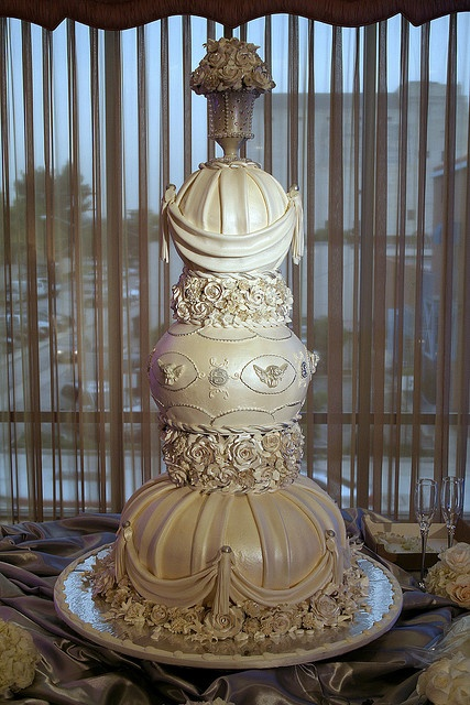 Tiered wedding cake with a classical design. All edible decoration in fondant and buttercream with gumpaste flowers.