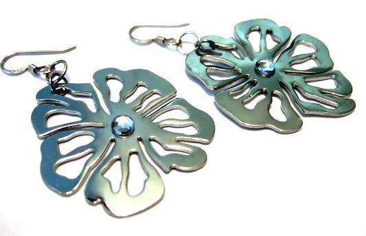One of a Kind Sterling Silver Floral Earrings by bijoullery, $18.00  Free flowing FLOWERS!