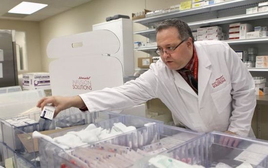 Schnucks moves into health care : Business