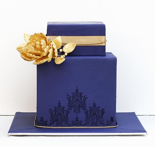 Modern wedding cake #wedding #cake #blue #modern