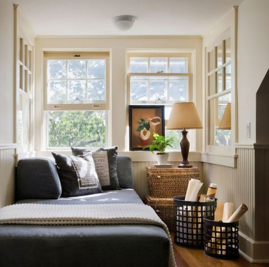 homedesigning:  (via 10 Small Bedroom Decorating Tips)