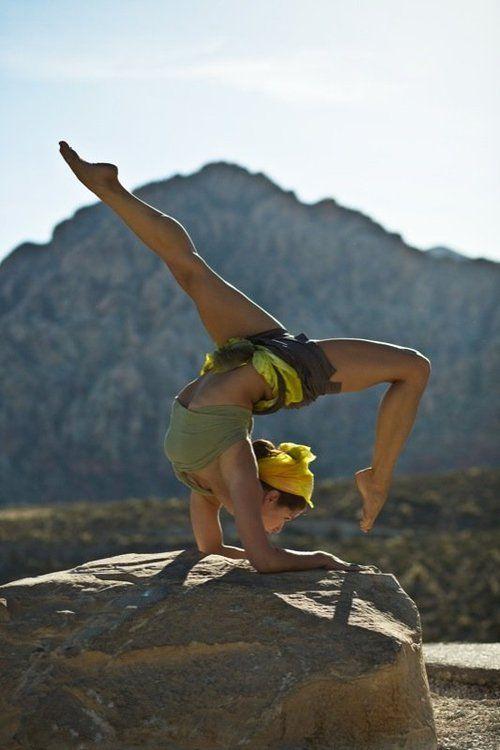 Femme sur rocher - Attitude Yoga - Strasbourg, Alsace