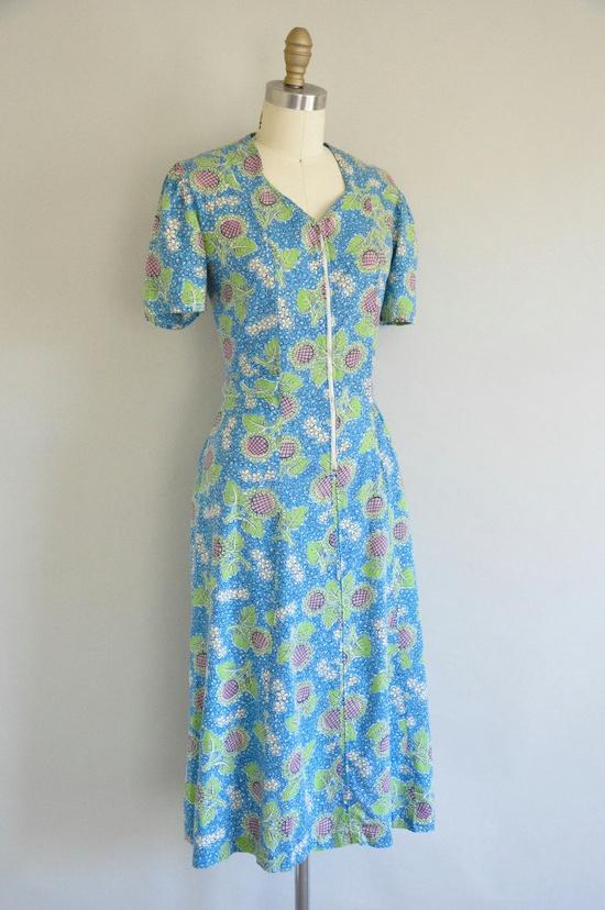 1940s cotton floral print dress / vintage 1940s dress / Your Sweetest Dreams. $124.00, via Etsy.