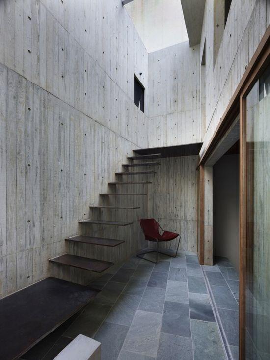 Atrium - House in Hiro / Suppose Design Office