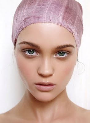 makeup - white eyeliner in the inner rim makes the eyes look so muh bigger